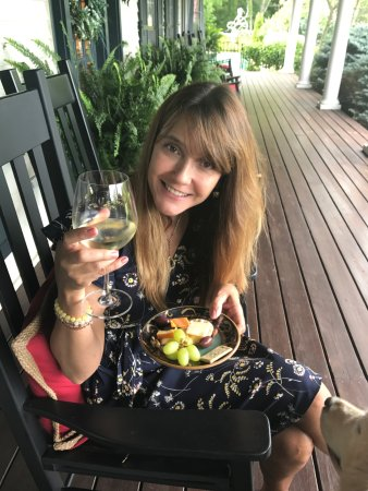 Granville, OH: Wine and Cheese hour