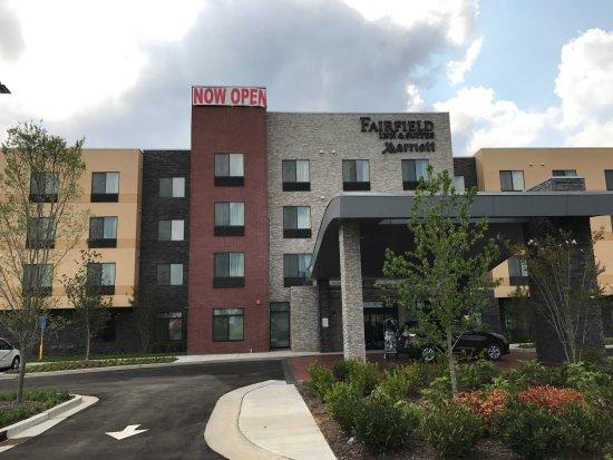 Hendersonville, Теннесси: Front of the New Fairfield Inn & Suites