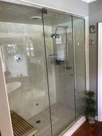 Granville, OH: Try the steam shower