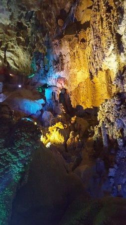 Busot, Espagne : intérieur de la grotte
