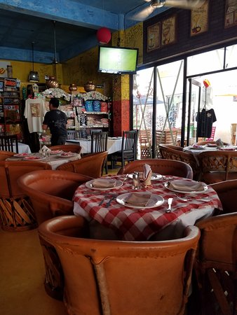 Tequila's Sunrise Bar & Grill: inside seating