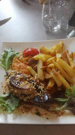 Les Artigues-de-Lussac, France: demi magret au foie gras