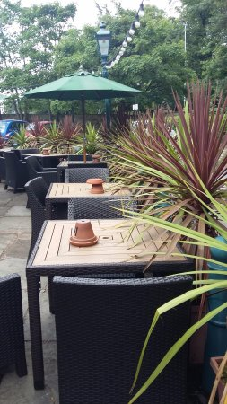 The John Gilbert: Outdoor seating