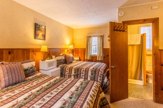 ADK Trail Inn: Many of our rooms have two double beds - perfect for families or friends traveling together
