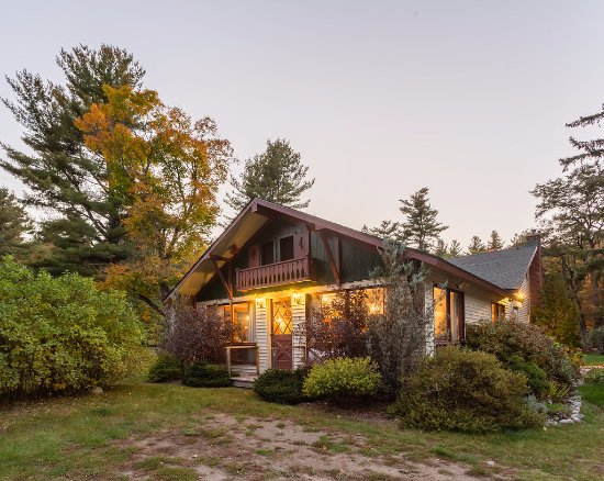 ADK Trail Inn: The Lodge houses our office, dining room and two guest rooms
