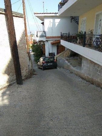 Vasilis Hotel: едем аккуратно