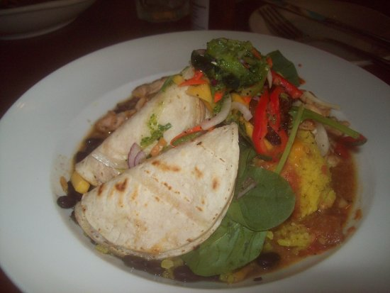 Salsa Mexican Caribbean Restaurant: Broken chicken tacos with rice and beans