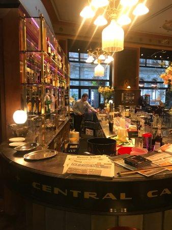 Centrál Kávéház és Étterem: The Bar Twinkles