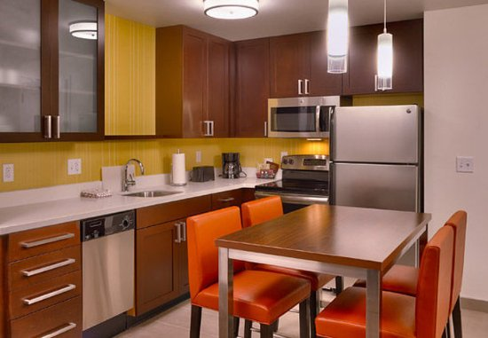 Murray, UT: Two-Bedroom Suite – Kitchen & Dining Area