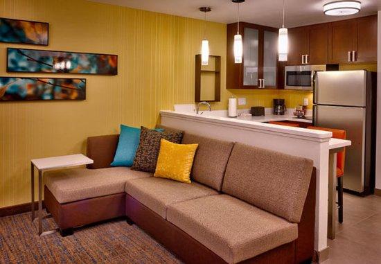 Murray, UT: Studio Suite – Living Area & Kitchen