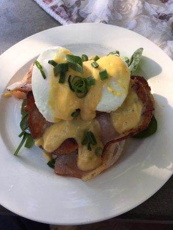 Doonan, Australia: eggs Benedict