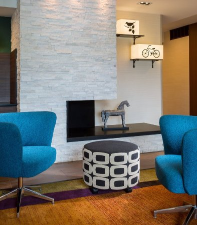 Valparaiso, IN: Lobby Fireplace