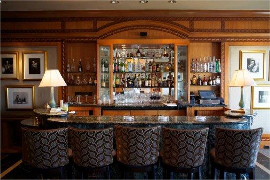 Four Seasons Hotel Cairo at Nile Plaza: CAI The Bar