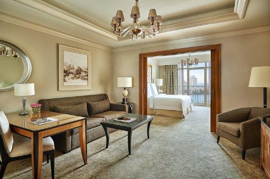 Four Seasons Hotel Cairo at Nile Plaza: CAI Corniche Suite