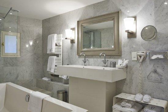 Hôtel Brittany & Spa : Manor Seaview Bathroom