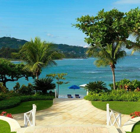 Round Hill Hotel & Villas: Lobby Day View