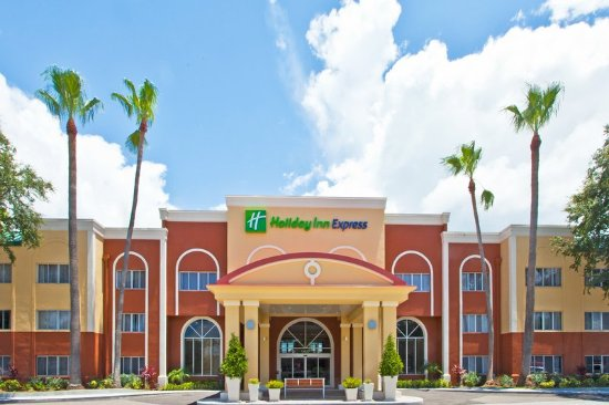Holiday Inn Express Clearwater East - Icot Center: Hotel Exterior