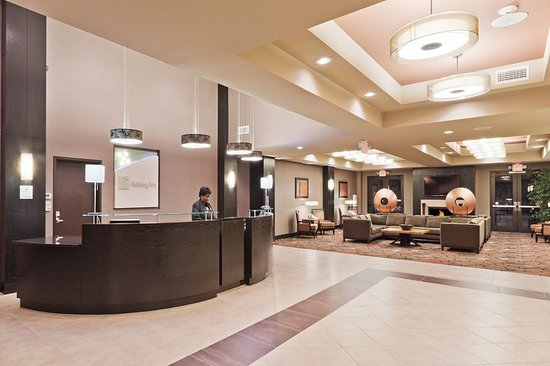 Holiday Inn Hotel & Suites Tulsa South: Hotel Lobby