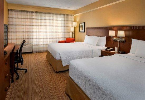 Milford, MA: Queen/Queen Guest Room