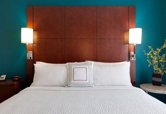 Bedford Park, IL: One-Bedroom Suite - Bedroom