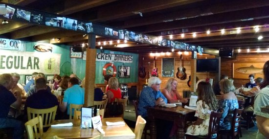 Puckett's Boat House: Puckett's interior with band stand