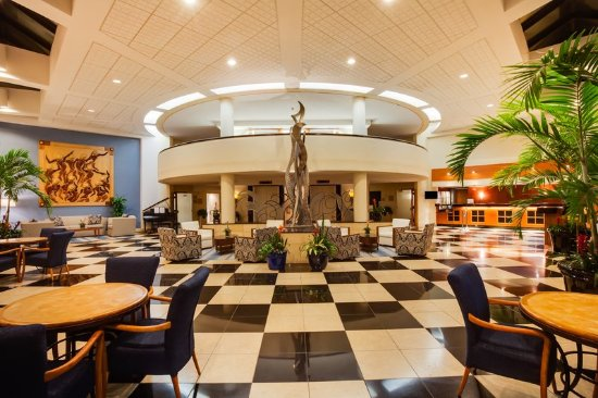 Crowne Plaza Fort Myers at Bell Tower Shops: Hotel Lobby