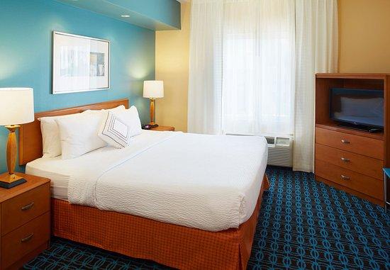 Lithonia, GA: King Suite Sleeping Area