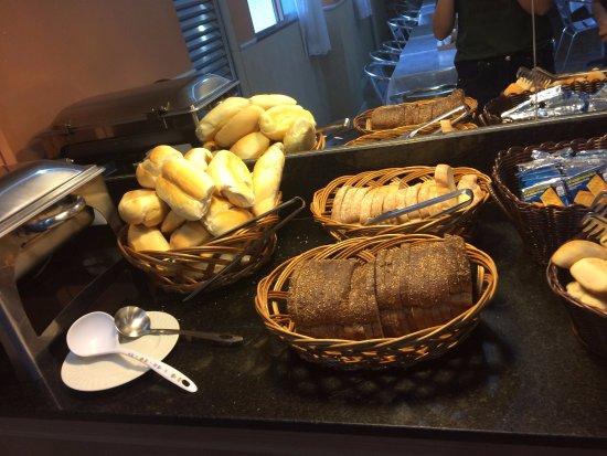 Hotel Beija Flor: Café da Manhã ( Muito bom e diversificado)