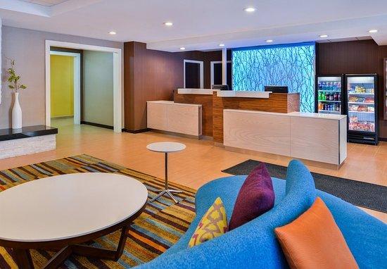 Fairfield Inn & Suites Beaumont: Front Desk
