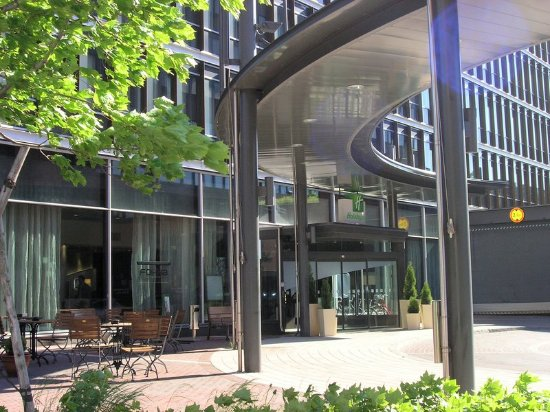 Holiday Inn Helsinki West-Ruoholahti : Enjoy a beautiful day at the Holiday Inn