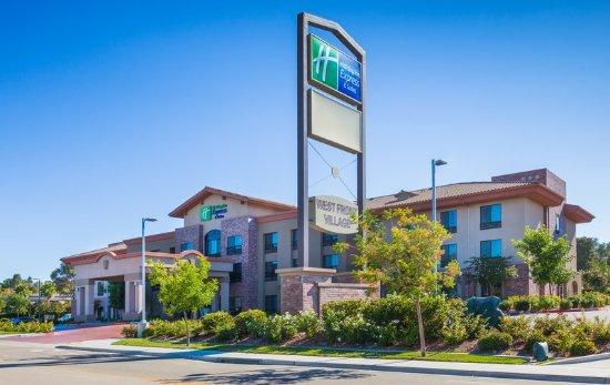 Atascadero, Kalifornia: Hotel Exterior during the day