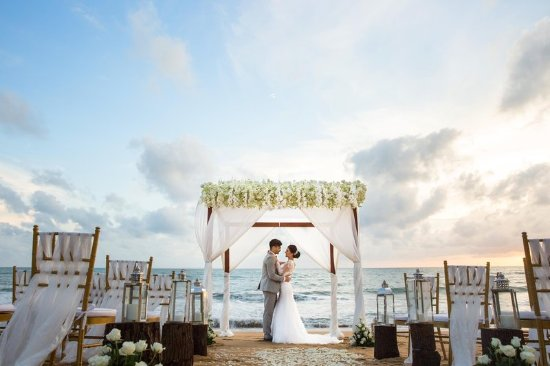 Anantara Mai Khao Phuket Villas: Couple Getting Married on the Beach