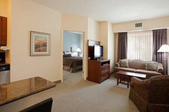 Staybridge Suites Lafayette-Airport: Our one bedroom suites have lots of room!