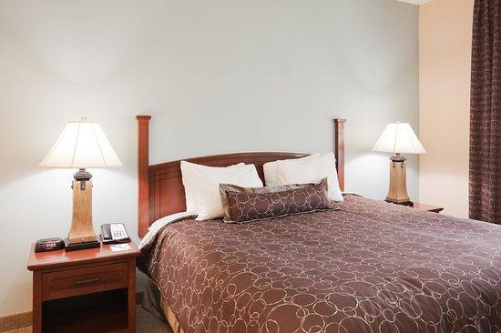 Staybridge Suites Lafayette-Airport: 2 Bedroom Suite/King Bed