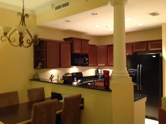 Emerald Greens Condo Resort: Dinning table next to kitchen. Beautiful marble counters and wood cabinets.