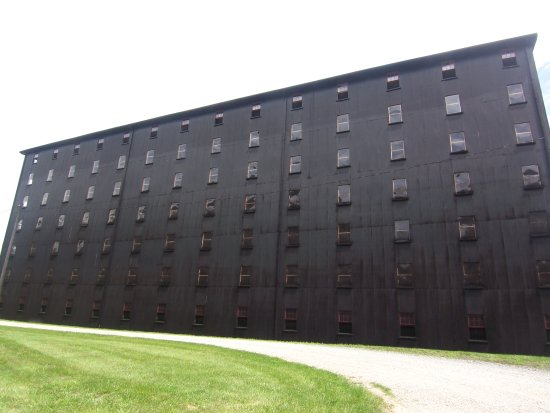 ‪‪Bardstown‬, ‪Kentucky‬: The huge, black storage facilities at Barton 1792 Distillery.‬