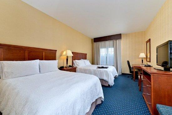 Ellsworth, ME: Two Queen Beds Guest Room