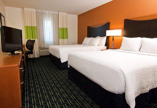 Burnsville, MN: Queen/Queen Guest Room