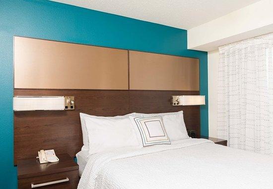Grandville, MI: One-Bedroom Queen Suite