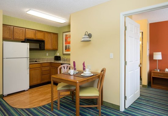 Spokane Valley, WA: One-Bedroom Suite - Kitchen