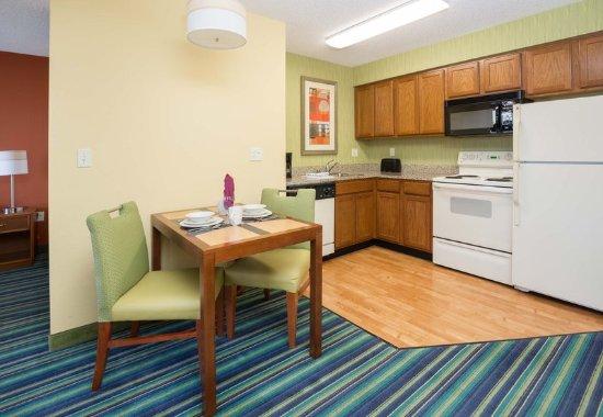 Spokane Valley, WA: King Studio Suite - Kitchen