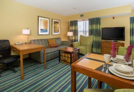 Spokane Valley, WA: King Studio Suite - Living Area
