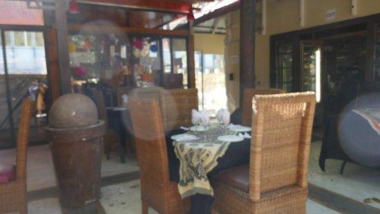 La Marmite Royale: Table