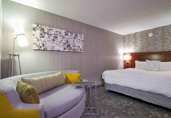 Blacksburg, VA: King Bedroom