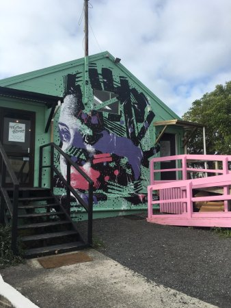 Te Awamutu, Yeni Zelanda: Outside of the cafe