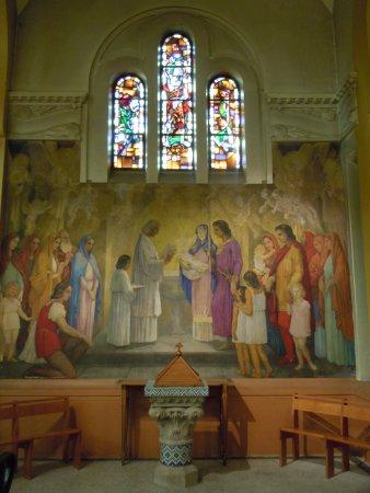 Eglise Saint Dominique : Peinture murale de 1943 : «Le Baptême de saint Dominique» de Paul Charavel