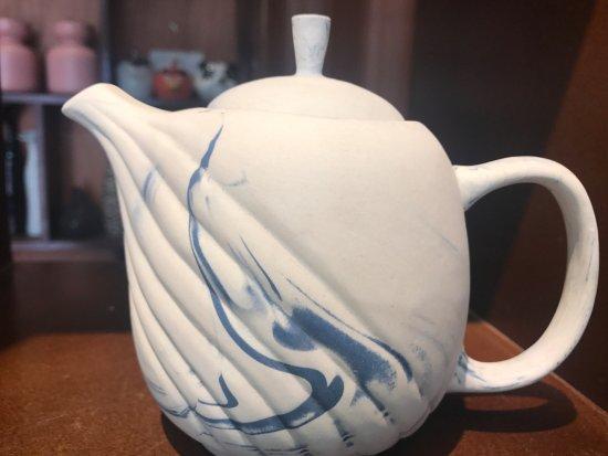 Authentic Bat Trang: Teapot handmade from Battrang village