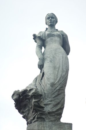 ‪Monument to Lesya Ukrainka‬