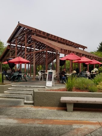 Aptos, CA: Good outside dining area.