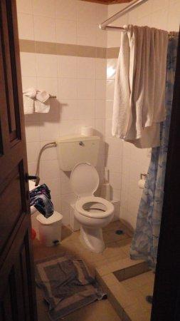 Villa Angela: Das Badezimmer - etwas eng aber sonst in Ordnung
